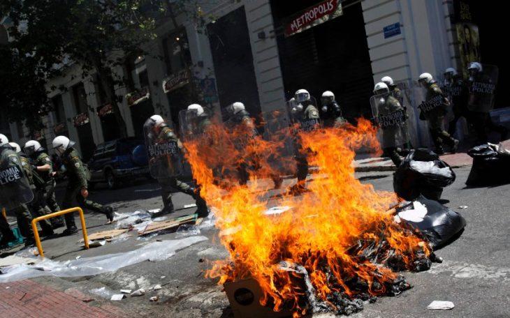 Zamieszki w Grecji. Fot: PIAZZA del POPOLO / Flickr - CC