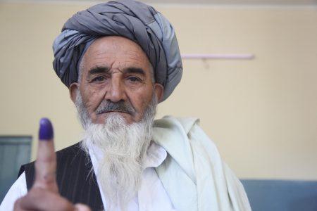 Afgański wyborca po oddaniu głosu. Fot. United Nations Development Programme / Flickr-CC