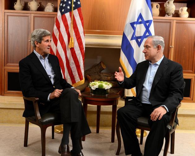 John Kerry i Benjamin Netanjahu (fot. State Department photo)