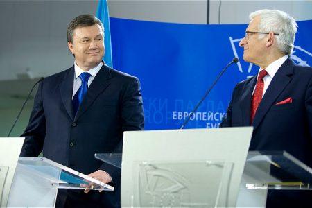 Spotkanie prezydenta Ukrainy Wiktora Janukowycza (L) z przewodniczącym parlamentu UE Jerzym Buzkiem (P). Rok 2010. fot. ©European Parliament/Pietro Naj-Oleari