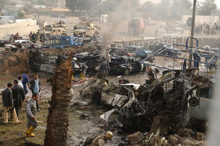 Skutki wybuchu samochodu-pułapki (fot. james_gordon_losangeles/Flickr-CC)