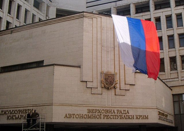 Rosyjska flaga nad krymskim parlamentem (fot. Jakub Wojas)`