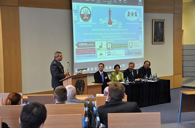 """Seminarium """"Nowe wyznaczniki strategii bezpieczeństwa  państw"""". Fot. Iga Wójcik"""