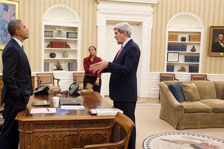 Barack Obama, Susan E. Rice (doradczyni ds. bezpieczeństwa) i John Kerry (Sekretarz Stanu). Fot. White House / Pete Souza