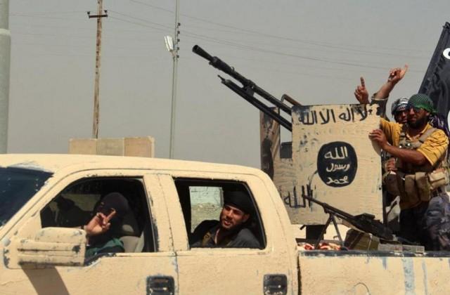 Patrol bojowników Islamskiego Państwa (fot. @mevlutisis)
