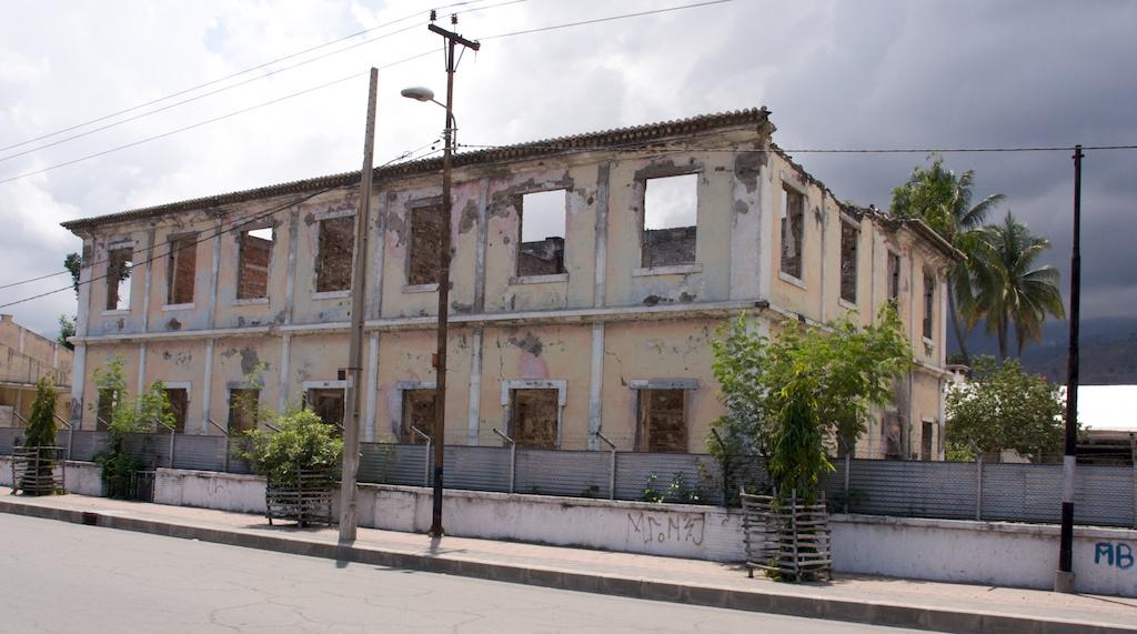 Budynek w Dili, Timor-Leste (fot. Marek Lenarcik)