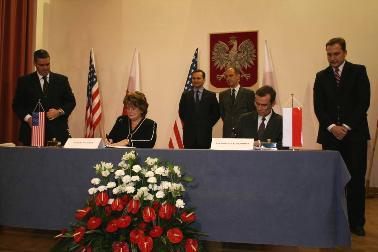 Podpisanie porozumienia SOFA nastąpiło 11 grudnia 2009 (Zdjęcie: wp.mil.pl)