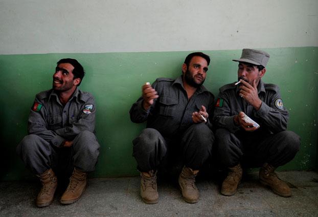 Afgańscy funkcjonariusze sił bezpieczeństwa (Flickr, U.S. Air Force photo by Master Sgt. John M. Foster)