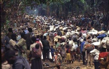 Uchodźcy uciekający przed wojną są częstym widokiem w Afryce (Źródło: Photobucket.com)