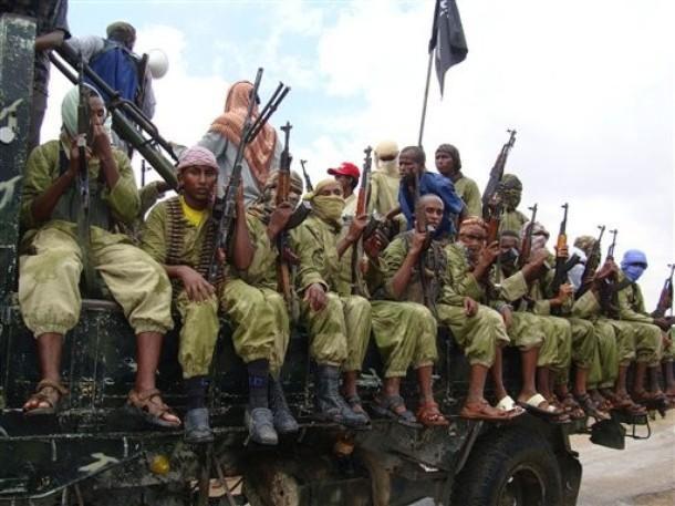 Żołnierze organizacji Al-Szabaab w drodze na manifestację poparcia Somalijczyków dla Palestyny (Mogadiszu, 30 września 2009, źródło: Daylife.com/AP Photo/Mohamed Sheikh Nor)