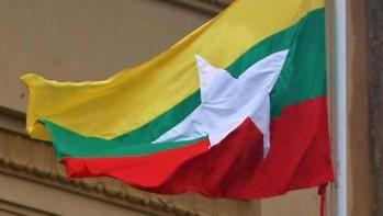Nowa flaga Mjanmaru (Źródło: heraldsun.com.au/AFP)