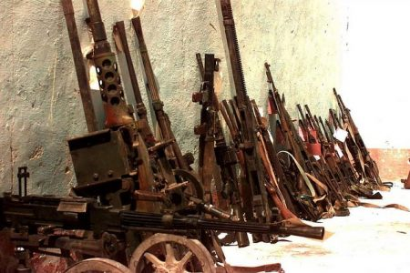 Skonfiskowana w Somalii broń (fot. expertinfantry, Flickr)
