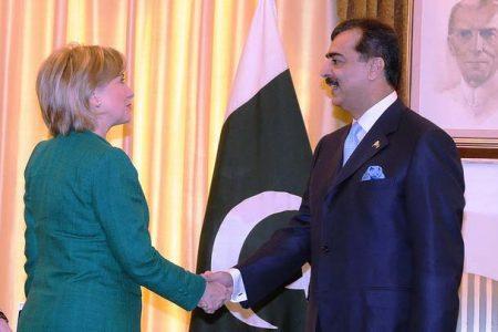 Spotkanie Hillary Clinton z premierem Pakistanu Yusufem Rezą Gilanim, 2009 r. (IIP State/Flickr)
