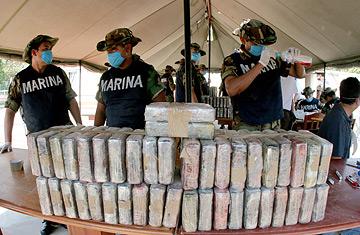 W jednej z najbardziej spektakularnych akcji meksykańskich służb bezpieczeństwa, skonfiskowano prawie 26 ron kokainy (fot. David Oziel/AP)