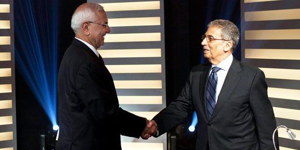 Amr Mussa (P) i Abdel Moneim Abouel Fotouh (L) podczas debaty. (Zdjęcie: EPA)