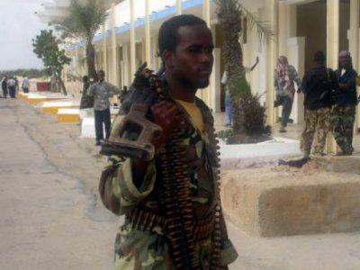 Etiopski żołnierz w pobliżu granicy z Somalią (Źródło: Javno.com)