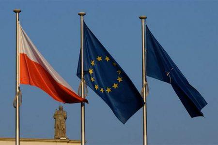 Flagi Polski, UE i NATO (Flickr: alex.ch-CC)