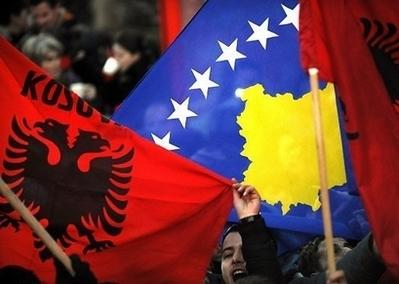 Flagi Kosowa i Albanii (Zdjęcie: europeancourier.org)