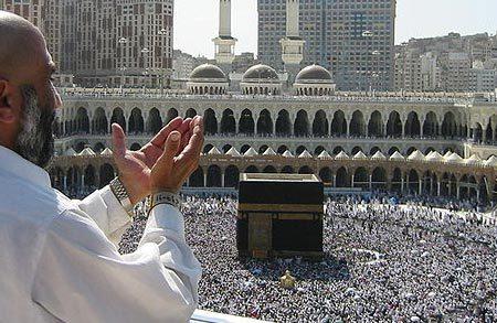 Modlitwa w Mekce (Wikimedia)