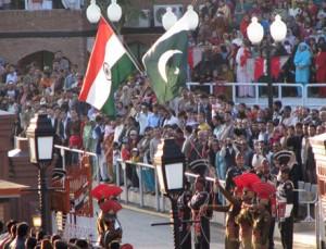 Przejście graniczne między Indiami a Pakistanem w Wagah (About.com)
