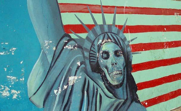 Statua Wolności na jednym teherańskich murali (Flickr/davehighbury)