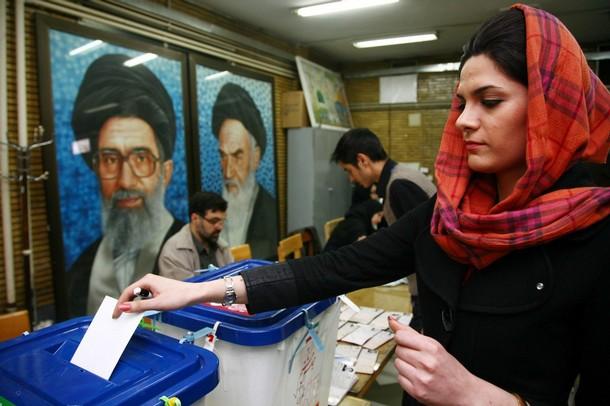 Wybory parlamentarne w Iranie w 2008 roku (Majid/Getty Images)