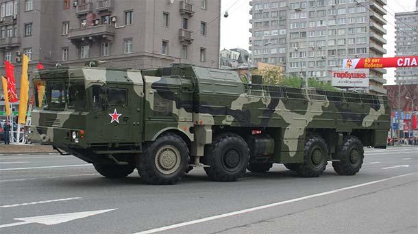 Iskander M podczas parady wojskowej (A.Savin, wikimedia commons, cc)