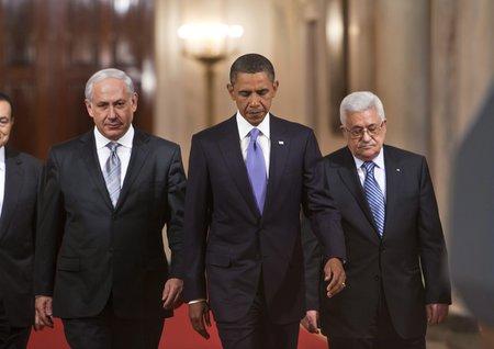 Od lewej: Benjamin Netanjahu, Barack Obama i Mahmud Abbas (Źródło: TVN24.pl)