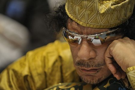 Muammar Kaddafi (fot. DefenseImagery.mil/Wikimedia Commons)
