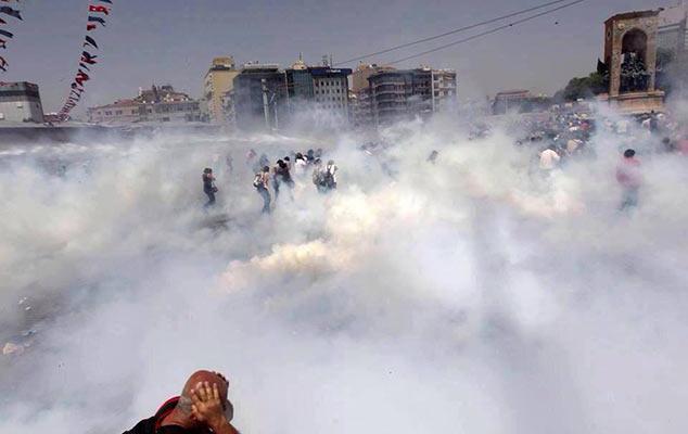 Zamieszki w Izmirze - gaz na ulicach