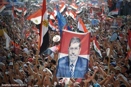 Zgromadzeni na Placu Tahrir zwolennicy Morsiego cieszą się z jego wygranej (Flickr: Jonathan Rashad-CC)