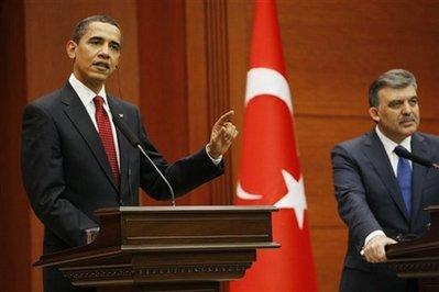 Prezydent USA, Barack Obama, i Prezydent Turcji, Abdullah Gul na konferencji w Ankarze w kwietniu 2009 roku (AP Photo/Charles Dharapak)