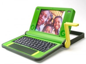 Prekursor idei - laptop programu One Laptop Per Child (OLPC)