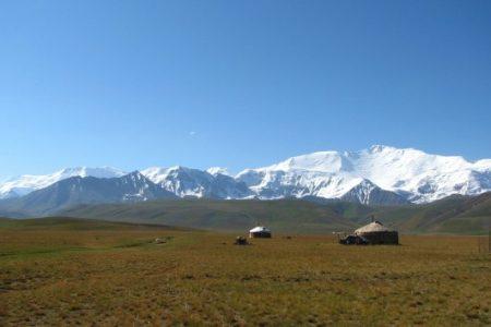 """Pik Lenina, Alaj (Pamir). Uzbecy mówią mi: """"Gdybyśmy tam pojechali, zaraz nas zabiją."""" (fot. W. Ganczarek)"""