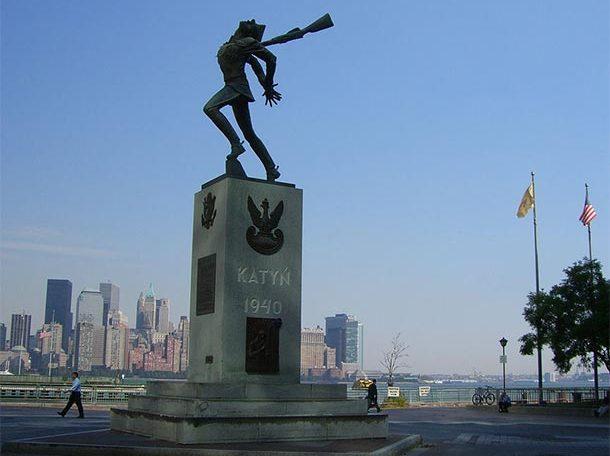 Pomnik katyński w Jersey City (New Jersey, USA) | Źródło: Flickr-Topdog1