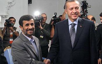 Prezydent Iranu, Mahmud Ahmadineżad, i premier Turcji, Recep Erdogan (Zdjęcie: iranfocus.com)