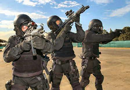 Członkowie SAS na ćwiczeniach (Źródło: jednostkispecjalne.wordpress.com)