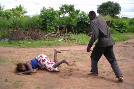 W RPA ofiarą przemocy pada wielka liczba kobiet (Zdjęcie: cozay.com)